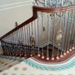 Quan niệm phong thủy khuyên tránh để cầu thang chạy thẳng ra cửa